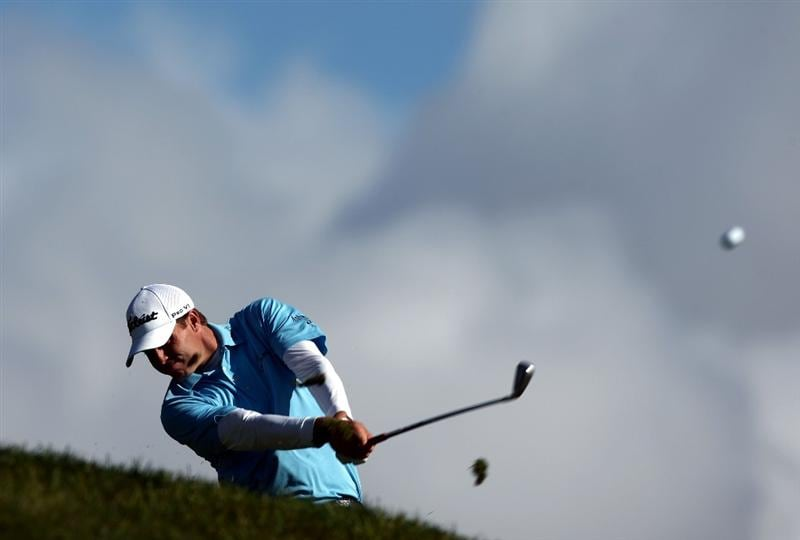 LA JOLLA, CA - FEBRUARY 08:  Nick Watney tees off the 3rd hole during the Final Round of the Buick Invitational at the Torrey Pines North Course on February 8, 2009 in La Jolla, California. (Photo by Donald Miralle/Getty Images)