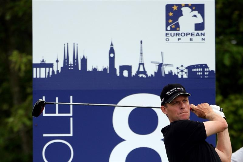 ASH, UNITED KINGDOM - MAY 28:  Anders Hansen of Denmark hits his tee-shot on the eighth hole during the first round of The European Open on May 28, 2009 at The London Golf Club in Ash, England.  (Photo by Andrew Redington/Getty Images)