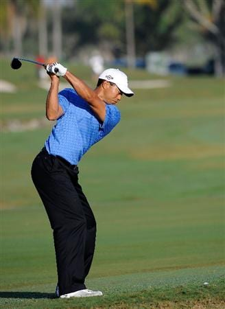 DORAL, FL - MARCH 11:  Tiger Woods plays a shot during the final day of practice for the World Golf Championships-CA Championship at the Doral Golf Resort & Spa on March 11, 2009 in Miami, Florida.  (Photo by Sam Greenwood/Getty Images)