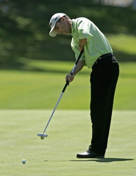 Kevin Sutherland putts on the 15th hole during the first round of the Buick Championship at the TPC at River Highlands in Cromwell, Connecticut on August 25, 2005.Photo by Michael Cohen/WireImage.com