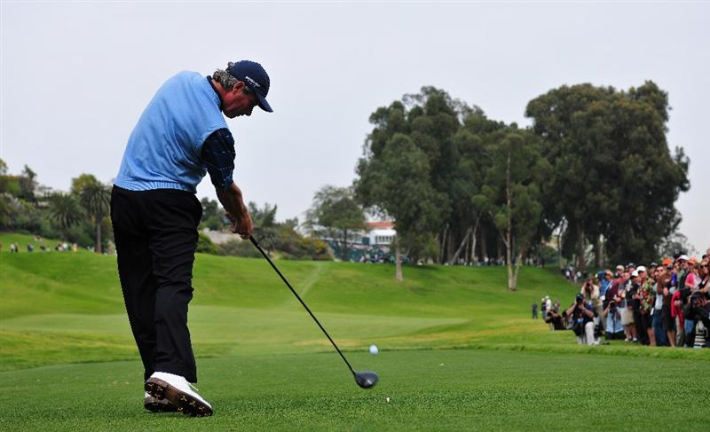 PACIFIC PALISADES, CA - FEBRUARY 21:  Fred Couples of USA plays his tee shot on the 18th hole during the third round of the Northern Trust Open at the Riviera Country Club February 21, 2009 in Pacific Palisades, California.  (Photo by Stuart Franklin/Getty Images)