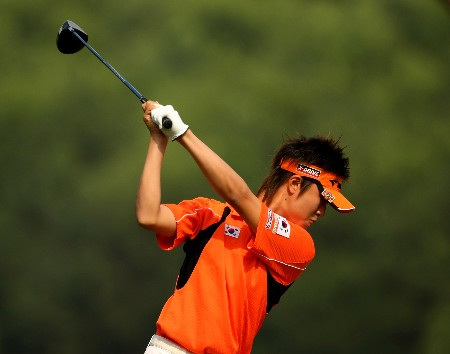 SHENZHEN, CHINA - NOVEMBER 23:  Seung-Ho Lee of Korea tee's off at the 10th during the second round of the Omega Mission Hills World Cup at the Mission Hills Resort on 23 November 2007 in Shenzhen, China.  (Photo by Richard Heathcote/Getty Images)