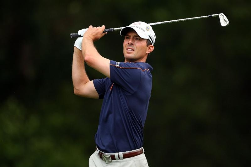AUGUSTA, GA - APRIL 10:  Mike Weir of Canada watches his tee shot on the fourth hole during the second round of the 2009 Masters Tournament at Augusta National Golf Club on April 10, 2009 in Augusta, Georgia.  (Photo by Andrew Redington/Getty Images)