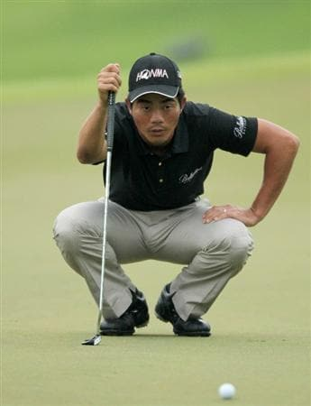 SINGAPORE - NOVEMBER 14: Liang Wen-Chong of China lines up for a putt on the 9th hole during the Final Round of the Barclays Singapore Open held at the Sentosa Golf Club on November 14, 2010 in Singapore, Singapore.  (Photo by Stanley Chou/Getty Images)