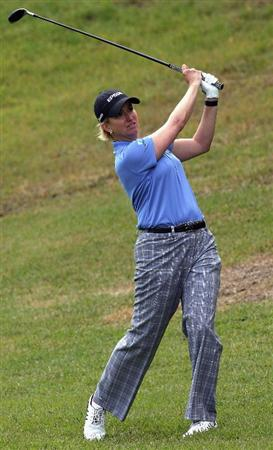 SHIMA, JAPAN - NOVEMBER 07:  Karrie Webb of Australia hits her second shot on the 8th hole during the first round of 2008 Mizuno Classic at Kintetsu Kashikojima Country Club on November 7, 2008 in Shima, Mie, Japan.  (Photo by Koichi Kamoshida/Getty Images)