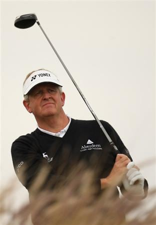 DOHA, QATAR - JANUARY 23:  Colin Montgomerie of Scotland on the 16th tee during the second round of the Commercialbank Qatar Masters at the Doha Golf Club on January 23, 2009 in Doha, Qatar.  (Photo by Ross Kinnaird/Getty Images)