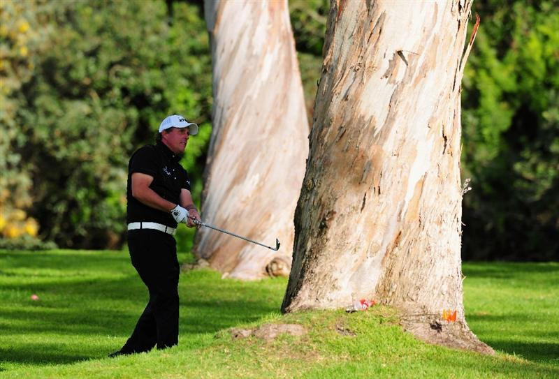PACIFIC PALISADES, CA - FEBRUARY 20:  Phil Mickelson of USA plays his approach shot on the 13th hole during the second round of the Northern Trust Open at the Riviera Country Club February 20, 2009 in Pacific Palisades, California.  (Photo by Stuart Franklin/Getty Images)