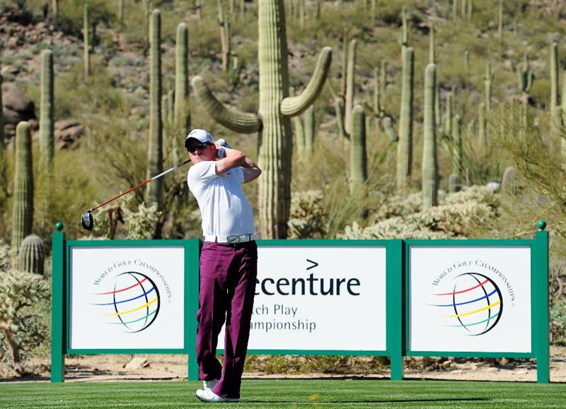 MARANA, AZ - FEBRUARY 17:  Simon Dyson of England plays his tee shot on the 17th hole during round one of the Accenture Match Play Championship at the Ritz-Carlton Golf Club on February 17, 2010 in Marana, Arizona.  (Photo by Stuart Franklin/Getty Images)
