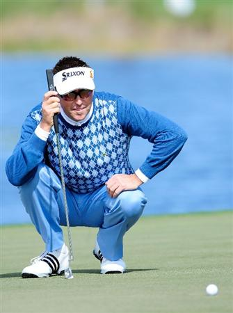 PALM BEACH GARDENS, FL - MARCH 04:  Robert Allenby of Australia looks over a shot on the 8th hole during the first round of the Honda Classic at PGA National Resort And Spa on March 4, 2010 in Palm Beach Gardens, Florida.  (Photo by Sam Greenwood/Getty Images)