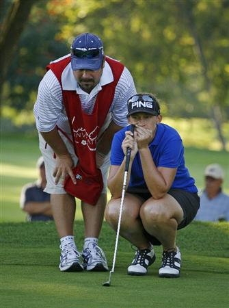 GUADALAJARA, MX - NOVEMBER 16: Angela Stanford of the United States lines up her par putt with the help of her caddie on the 17th hole during the final round of the Lorena Ochoa Invitational at Guadalajara Country Club on November 16, 2008 in Guadalajara, Mexico. (Photo by Hunter Martin/Getty Images)