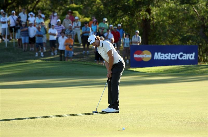 PERTH, AUSTRALIA - FEBRUARY 19:  Camilo Villegas of Colombia putts for birdie at the 12th hole during the first round of the 2009 Johnnie Walker Classic tournament at the Vines Resort and Country Club, on 19 February 2009, in Perth, Australia  (Photo by David Cannon/Getty Images)