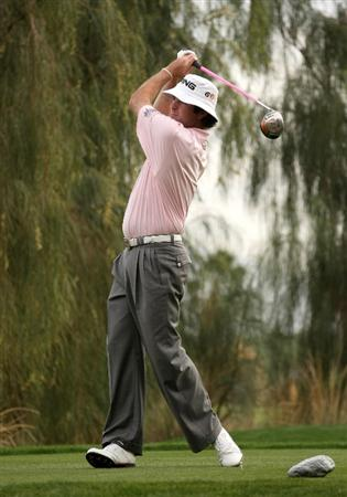 LA QUINTA, CA - JANUARY 23: Bubba Watson hits his tee shot on the 16th hole at the SilverRock Resort during the third round of the Bob Hope Chrysler Classic on January 23, 2009 in La Quinta, California.  (Photo by Stephen Dunn/Getty Images)