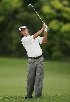 SINGAPORE - NOVEMBER 01:  Charles Howell III plays his second shot on the 10th hole during the 1st round of the Barclays Singapore Open at Sentosa Golf Club on November 1, 2007 in Singapore.  (Photo by Ian Walton/Getty Images)