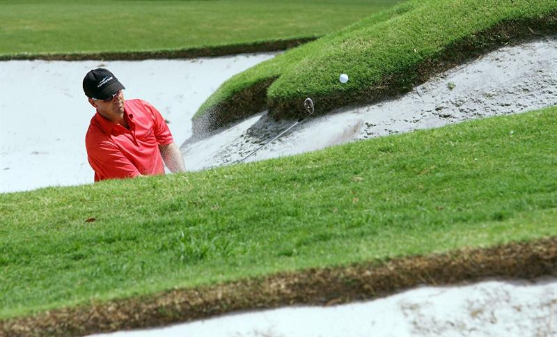 SYDNEY, AUSTRALIA - DECEMBER 14:  Andre Stolz of Australia chips out of a bunker on the sixth hole during the fourth round of the 2008 Australian Open at The Royal Sydney Golf Club on December 14, 2008 in Sydney, Australia.  (Photo by Mark Nolan/Getty Images)