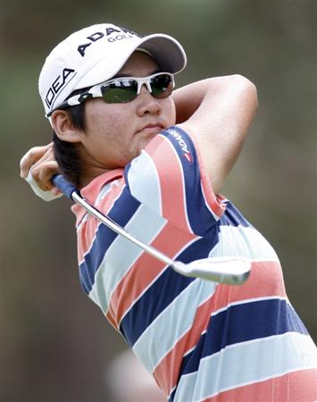 SYLVANIA, OH - JULY 05: Yani Tseng of Taiwan watches her tee shot to the second green during the final round of the Jamie Farr Owens Corning Classic at Highland Meadows Golf Club on July 5, 2009 in Sylvania, Ohio.  (Photo by Gregory Shamus/Getty Images)