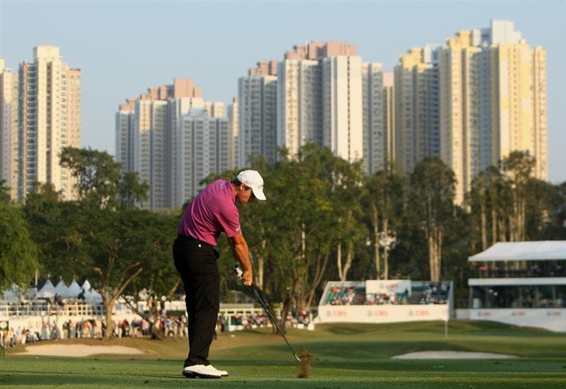 HONG KONG, CHINA - NOVEMBER 20:  Oliver Wilson of England plays his approach shot on the 18th hole during the first round of the UBS Hong Kong Open at the Hong Kong Golf Club on November 20, 2008 in Fanling, Hong Kong.  (Photo by Stuart Franklin/Getty Images)