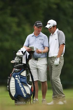FARMINGDALE, NY - JUNE 16:  Richard Bland of England chats with his caddie during the second day of previews to the 109th U.S. Open on the Black Course at Bethpage State Park on June 16, 2009 in Farmingdale, New York.  (Photo by Andrew Redington/Getty Images)