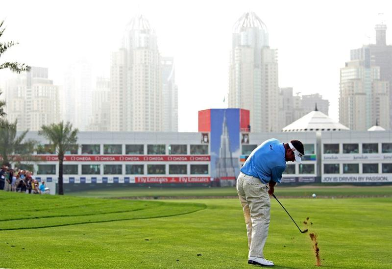 DUBAI, UNITED ARAB EMIRATES - FEBRUARY 05:  Lee Westwood of England plays his second shot on the 18th hole during the second round of the Omega Dubai Desert Classic on February 5, 2010 in Dubai, United Arab Emirates.  (Photo by Andrew Redington/Getty Images)