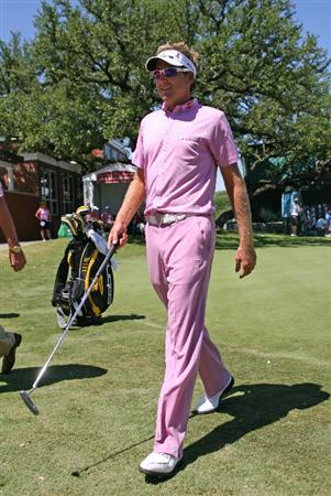FT. WORTH, TX - MAY 30:  Ian Poulter of England wears pink to show the PGA's support for Amy Mickelson and breast cancer research during the third round of the Crowne Plaza Invitational at Colonial Country Club on May 30, 2009 in Ft. Worth, Texas. (Photo by Hunter Martin/Getty Images)