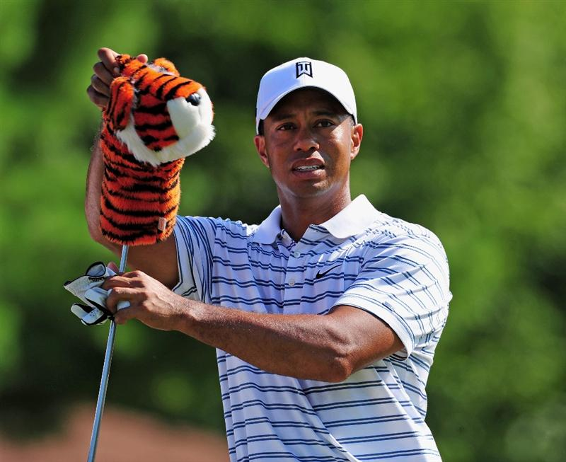 AKRON, OH - AUGUST 05:  Tiger Woods of the U.S. pulls out a club during a practice round of the World Golf Championship Bridgestone Invitational on August 5, 2009 at Firestone Country Club in Akron, Ohio.  (Photo by Stuart Franklin/Getty Images)