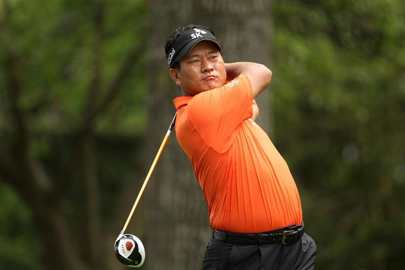 AUGUSTA, GA - APRIL 08:  K.J. Choi of South Korea  watches his tee shot on the second hole during the second round of the 2011 Masters Tournament at Augusta National Golf Club on April 8, 2011 in Augusta, Georgia.  (Photo by Andrew Redington/Getty Images)