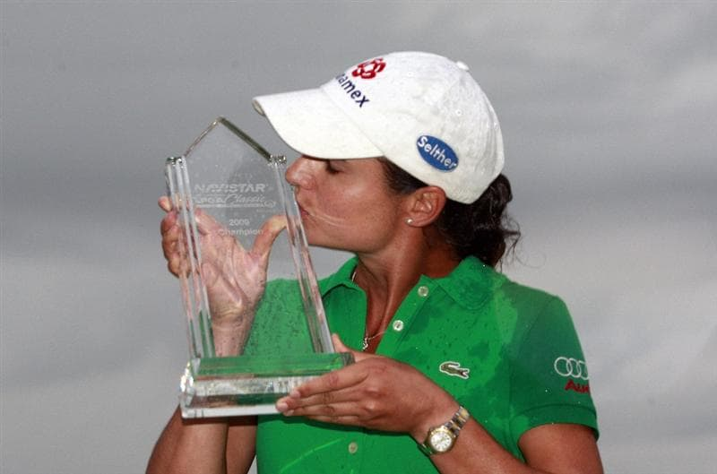 PRATTVILLE, AL - OCTOBER 4:  Lorena Ochoa of Mexico kisses the trophy after winning the Navistar LPGA Classic at the Robert Trent Jones Golf Trail at Capitol Hill on October 4, 2009 in  Prattville, Alabama.  (Photo by Dave Martin/Getty Images)