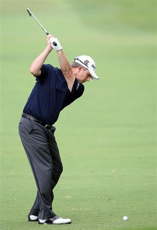 HONOLULU - JANUARY 16:  David Toms hits a shot during the second round of the Sony Open at Waialae Country Club on January 16, 2009 in Honolulu, Hawaii.  (Photo by Sam Greenwood/Getty Images)