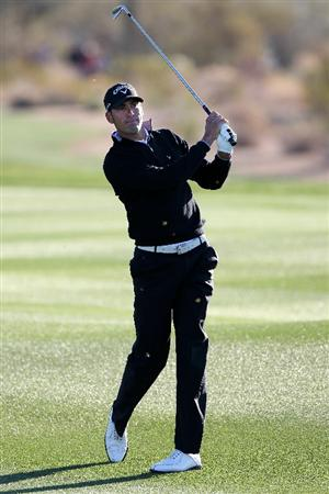 MARANA, AZ - FEBRUARY 23:  Alvaro Quiros of Spain hits an approach shot on the second hole during the first round of the Accenture Match Play Championship at the Ritz-Carlton Golf Club on February 23, 2011 in Marana, Arizona.  (Photo by Sam Greenwood/Getty Images)