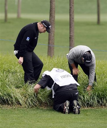 SUZHOU, CHINA - APRIL 15:  Alastair Forsyth of Scotaland and Leigh McKechnie of Australia look for a lost ball on the 18th hole during the Round One of the Volvo China Open on April 15, 2010 in Suzhou, China.  (Photo by Victor Fraile/Getty Images)