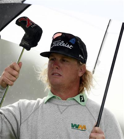 LA JOLLA, CA - FEBRUARY 07: Charley Hoffman pulls out his putter under his umbrella on the 4th green during the 3rd Round of the Buick Invitational at the Torrey Pines North Course on February 7, 2009 in La Jolla, California. (Photo by Donald Miralle/Getty Images)