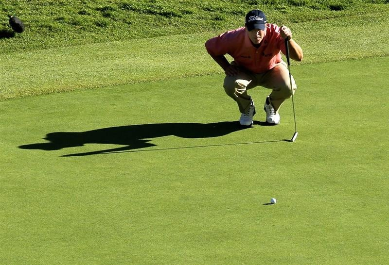 PACIFIC PALISADES, CA - FEBRUARY 07:  Steve Stricker lines up his putt on th e18th hole during the final round of the Northern Trust Open at Riviera Country Club on February 7, 2010 in Pacific Palisades, California.  (Photo by Stephen Dunn/Getty Images)