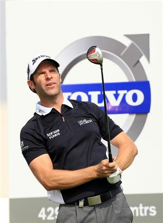 BAHRAIN, BAHRAIN - JANUARY 28:  Bradley Dredge of Wales plays his tee shot at the 18th hole during the second round of the 2011 Volvo Champions held at the Royal Golf Club on January 28, 2011 in Bahrain, Bahrain.  (Photo by David Cannon/Getty Images)