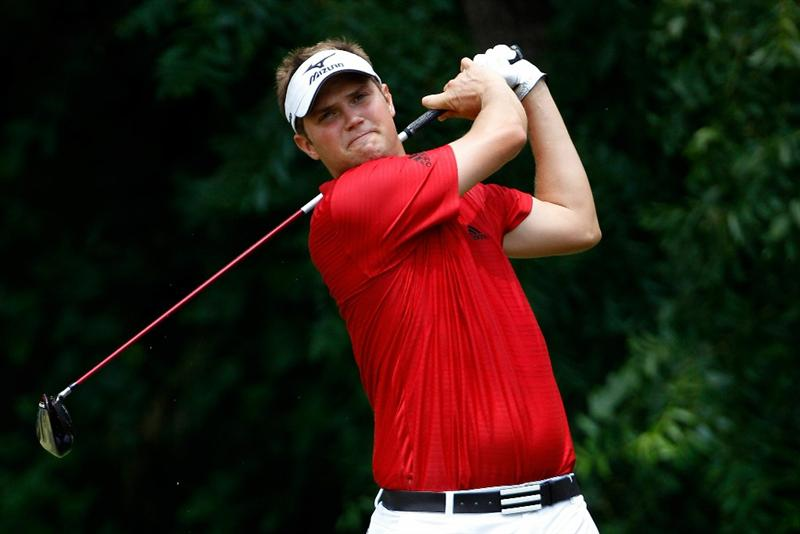 FT. WORTH, TX - MAY 30:  Jeff Overton hits his tee shot on the sixth hole during the final round of the 2010 Crowne Plaza Invitational at the Colonial Country Club on May 30, 2010 in Ft. Worth, Texas.  (Photo by Scott Halleran/Getty Images)
