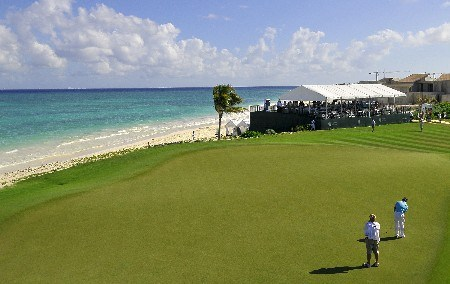 QUINTANA ROO, MEXICO - FEBRUARY 24:  Brian Gay putts for a birdie on the par three 15th hole during the fourth and final round of the Mayakoba Golf Classic at Riviera Maya on Sunday, February 24, 2008 in Playa del Carmen, Quintana Roo, Mexico. (Photo by Marc Feldman/Getty Images)