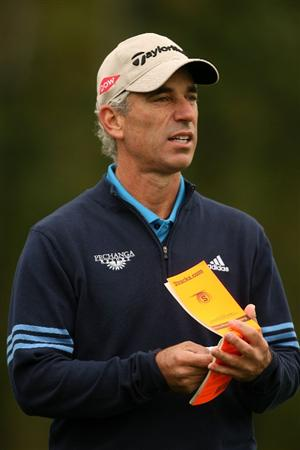 VERONA, NY - OCTOBER 02: Corey Pavin refers to his yardage book on the 4th hole during the second round of the 2009 Turning Stone Resort Championship at Atunyote Golf Club held on October 2, 2009 in Verona, New York.  (Photo by Chris Trotman/Getty Images)