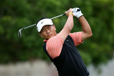 SAN DIEGO - JUNE 12:  K.J. Choi of South Korea tees off the 11th hole during the first round of the 108th U.S. Open at the Torrey Pines Golf Course (South Course) on June 12, 2008 in San Diego, California.  (Photo by Donald Miralle/Getty Images)
