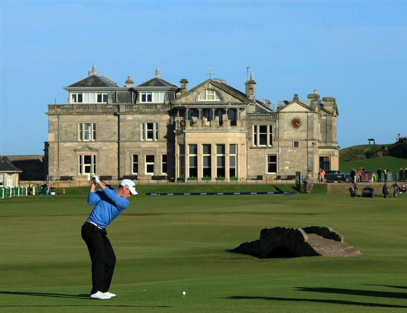 ST ANDREWS, SCOTLAND - OCTOBER 07: Danny Willett of England on the 18th tee during the first round of The Alfred Dunhill Links Championship at The Old Course on October 7, 2010 in St Andrews, Scotland.  (Photo by David Cannon/Getty Images)