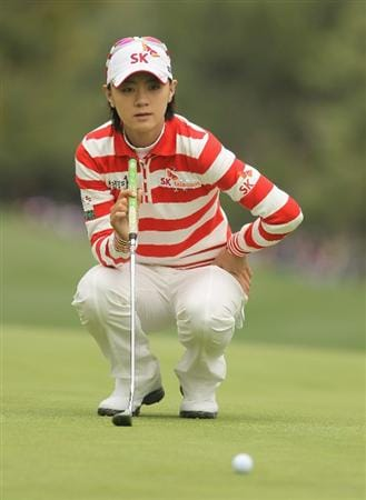 CITY OF INDUSTRY, CA - MARCH 27:  Na Yeon Choi of South Korea lines up a putt on the seventh hole during the final round of the Kia Classic on March 27, 2011 at the Industry Hills Golf Club in the City of Industry, California.  (Photo by Scott Halleran/Getty Images)