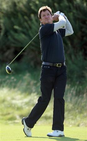 KINGSBARNS, UNITED KINGDOM - SEPTEMBER 30:  Former England cricketeer Mark Nicholas drives off the first tee during the practice round of The Alfred Dunhill Links Championship at Kingsbarns Golf Links on September 30, 2008 in Kingbarns, Scotland. (Photo by Andrew Redington/Gettyimages)