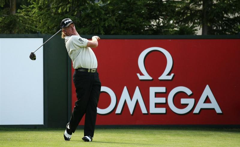 CRANS, SWITZERLAND - SEPTEMBER 04:  Miguel Angel Jimenez of Spain tees off on the 15th hole during the third round of The Omega European Masters at Crans-Sur-Sierre Golf Club on September 4, 2010 in Crans Montana, Switzerland.  (Photo by Warren Little/Getty Images)