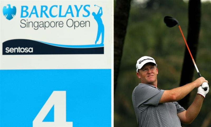 SINGAPORE - NOVEMBER 11: Marcus Fraser of Australia watches his tee shot on the 4th hole during the First Round of the Barclays Singapore Open at Sentosa Golf Club on November 11, 2010 in Singapore, Singapore.  (Photo by Stanley Chou/Getty Images)
