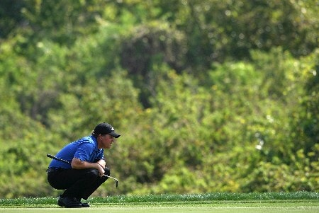 ORLANDO, FL - MARCH 16:  Phil Mickelson lines up a birdie putt on the 6th hole during the final round of the Arnold Palmer Invitational on March 16, 2008 at the Bay Hill Club and Lodge in Orlando, Florida.  (Photo by Andy Lyons/Getty Images)