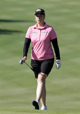 SHIMA, JAPAN - NOVEMBER 05:  Brittany Lincicome of the United States on the 1st hole during round one of the Mizuno Classic at Kintetsu Kashikojima Country Club on November 5, 2010 in Shima, Japan.  (Photo by Chung Sung-Jun/Getty Images)