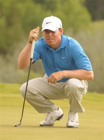 SAN ANTONIO TX. - MAY 15:  Justin Leonard  lines up a birdie putt on the 2nd hole during the second round of  the Valero Texas Open held at La Cantera Golf Club on May 15, 2009 in San Antonio, Texas.  (Photo by Marc Feldman/Getty Images)