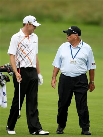 FARMINGDALE, NY - JUNE 16:  Nick Watney and swing coach Butch Harmon talk during the second day of previews to the 109th U.S. Open on the Black Course at Bethpage State Park on June 16, 2009 in Farmingdale, New York.  (Photo by Andrew Redington/Getty Images)