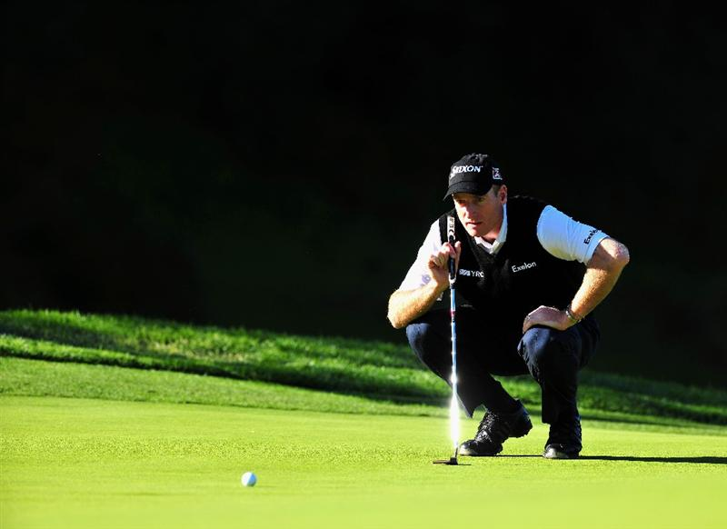 PACIFIC PALISADES, CA - FEBRUARY 19:  Jim Furyk of USA lines up his putt on the eighth hole during the first round of the Northern Trust Open at the Riviera Country Club February 19, 2009 in Pacific Palisades, California.  (Photo by Stuart Franklin/Getty Images)