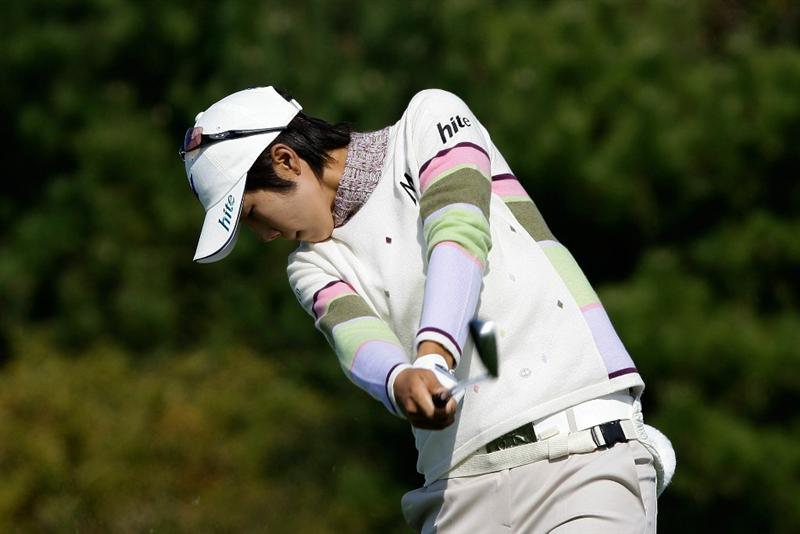 INCHEON, SOUTH KOREA - OCTOBER 30:  Kim Song-Hee of South Korea hits a tee shot on the 3rd hole during the 2010 LPGA Hana Bank Championship at Sky 72 Golf Club on October 30, 2010 in Incheon, South Korea.  (Photo by Chung Sung-Jun/Getty Images)