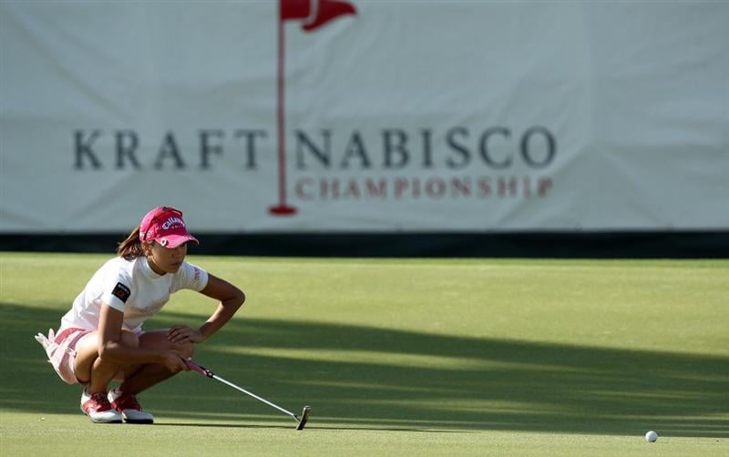 RANCHO MIRAGE, CA - APRIL 02:  Momoko Ueda of Japan putts at the 18th hole during the first round of the 2009 Kraft Nabisco Championship, at the Mission Hills Country Club on April 2, 2009 in Rancho Mirage, California  (Photo by David Cannon/Getty Images)