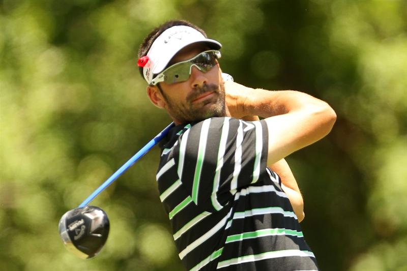PONTE VEDRA BEACH, FL - MAY 15:  Alvaro Quiros of Spain hits his tee shot on the second hole during the final round of THE PLAYERS Championship held at THE PLAYERS Stadium course at TPC Sawgrass on May 15, 2011 in Ponte Vedra Beach, Florida.  (Photo by Mike Ehrmann/Getty Images)