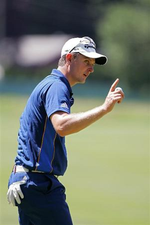 CROMWELL, CT - JUNE 25:  Justin Rose of England acknowledges the gallery during the second round of the Travelers Championship held at TPC River Highlands on June 25, 2010 in Cromwell, Connecticut.  (Photo by Michael Cohen/Getty Images)